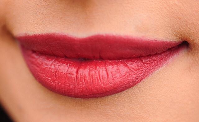 Pękające kąciki ust – jak leczyć?